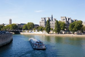 Парижский речной трамвай
